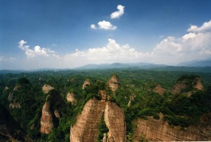 万佛山风景区位于通道县临口镇