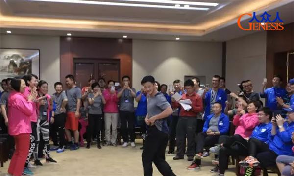 吴京参加人众人拓展训练