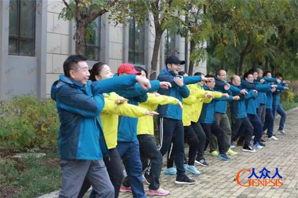 黄晓明参加人众人拓展训练