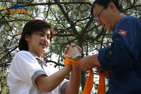 吴小莉参加人众人拓展训练