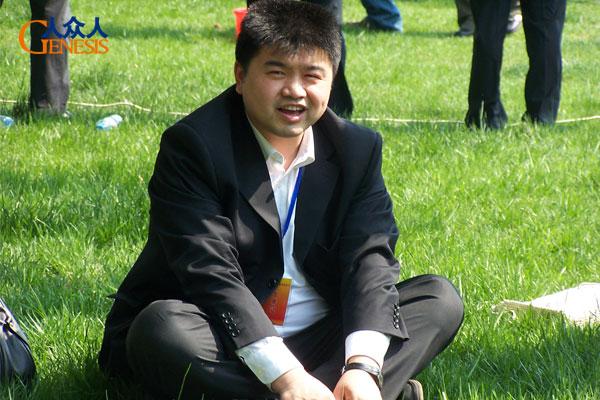 张文东参加人众人拓展训练