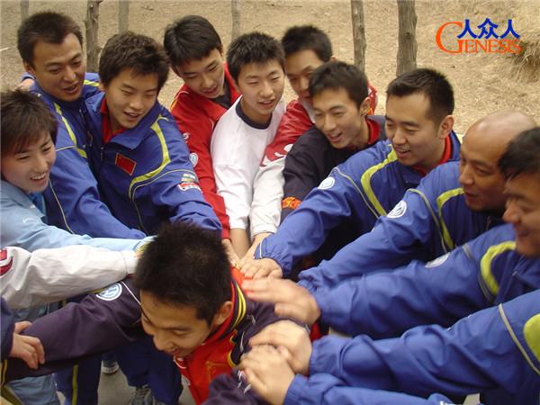 中国乒乓球队参加人众人拓展训练